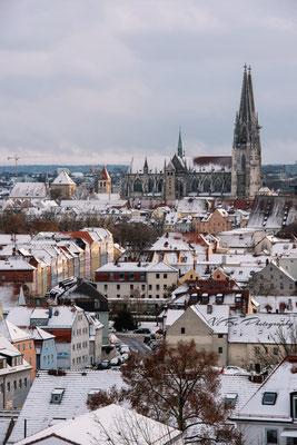 Regensburger Dom und Stadtamhof im Winter