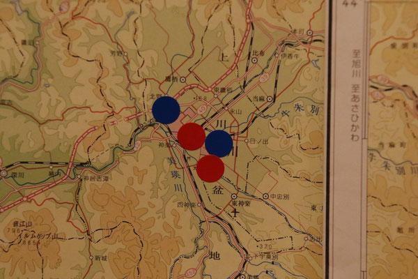 旭川地域のアップ。「赤丸」は出身者、「青丸」はゆかりの方。