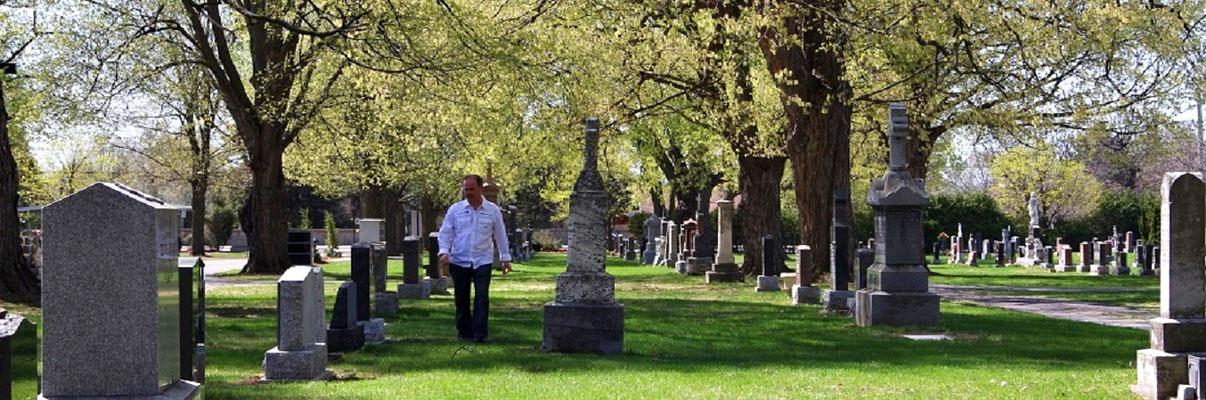 J'aime beaucoup communiquer avec les esprits dans les cimetières