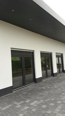 ..unser neues Gebäude .......die Halle......