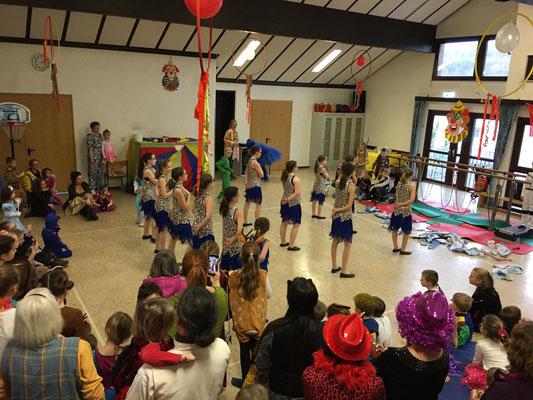 die Power-Kids bei ihrem ersten Auftritt in Kirchvers.....