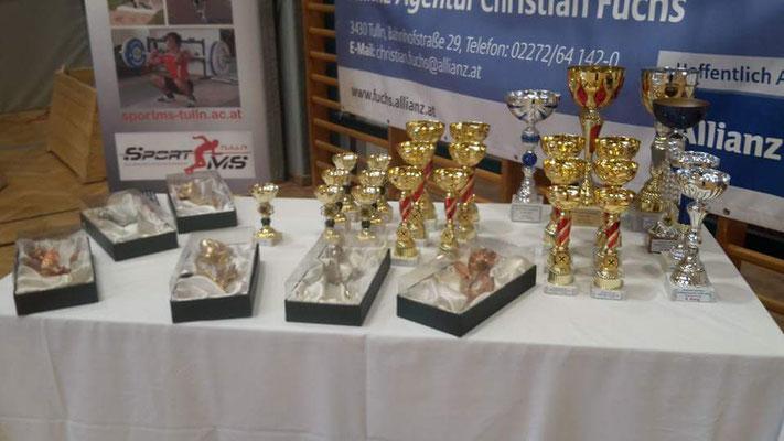 Preise und Pokale für die Siegerehrung
