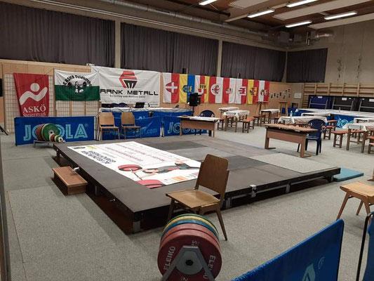 Wettkampfbühne und Wettkampfhalle