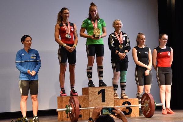 Siegerehrung Kategorie -55,00 kg mit Schett Anna (SC Kroftlaggl)