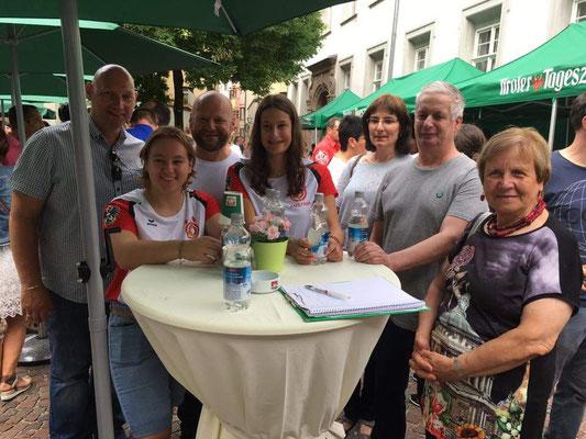Fans & Freunde beim TT-Cafe