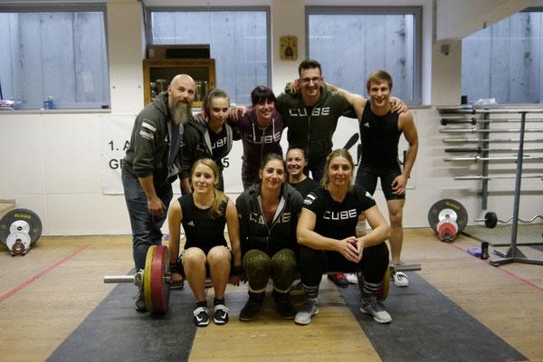 Mannschaftsphoto AK Iron Doghead + Athletinnen KSV-Rum (Betreuer Giacomuzzi Markus)