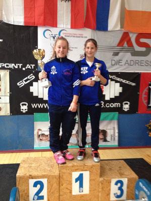 Steiner Victoria und Lamparter Anna mit ihren Pokalen