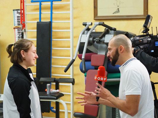 Steiner Victoria beim ORF-Interview (KSV-Rum)
