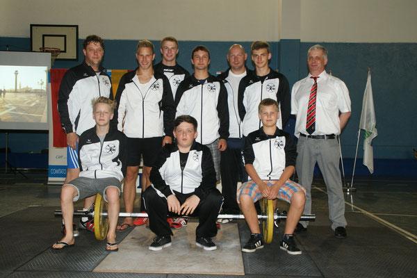 Tiroler Mannschaft mit Betreuer & Schiedsrichter