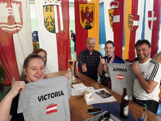 Nationalkaderkleidung für Lamparter Anna & Steiner Victoria