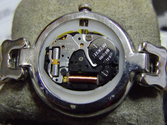 内部の汚れを取り電池交換完了(CAMELLIA)