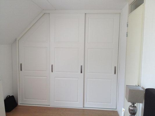 schuifdeurkast met klassieke deuren