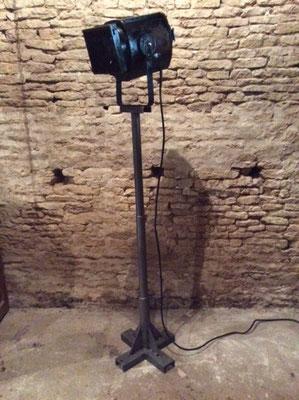 Projecteur et lampe sur pied vente mobilier et meuble industriel - Lampe cinema sur pied ...