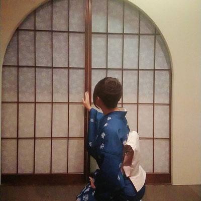 椿宮崎キャスト写真02着物01