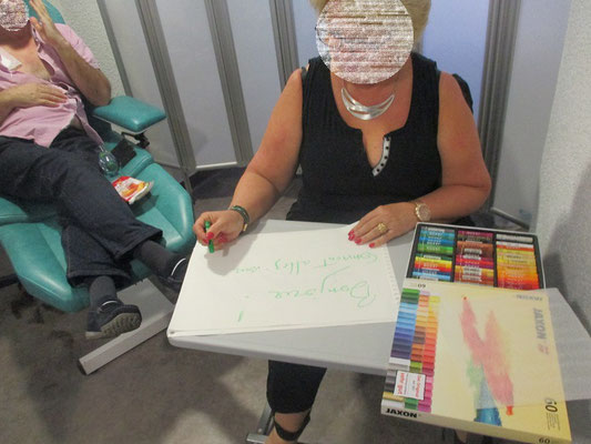 EN ART THÉRAPIE ÉVOLUTIVE ON ACCOMPAGNE LES PATIENTS EN CHIMIOTHÉRAPIE ET ON OUBLIE PAS LES ACCOMPAGNANTS