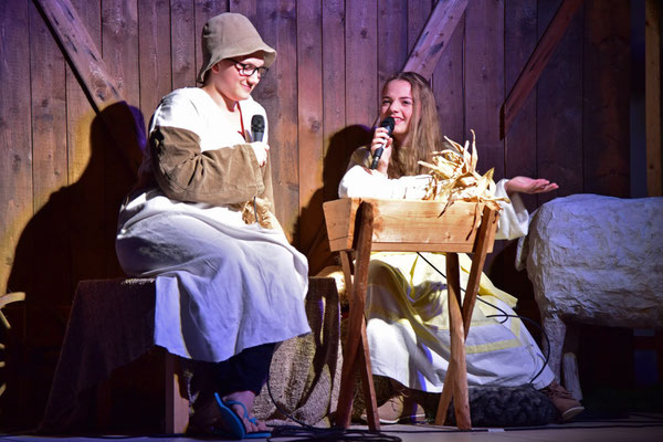 Maria und Josef im Stall