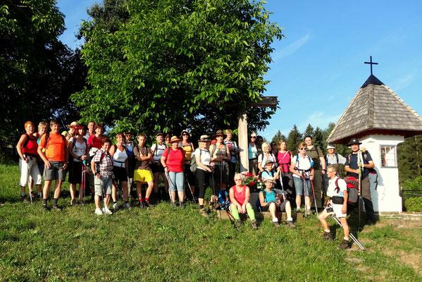 Steirische Pilgergruppe beim Pilgerkreuz Bäckenhubenbauer