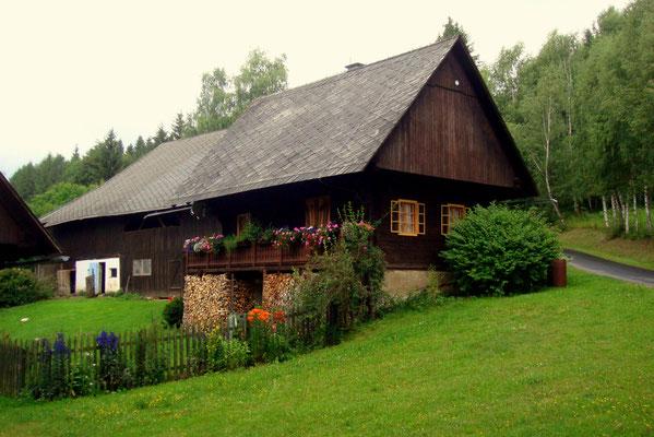 Ein gepflegtes Bauernhaus in Osterwitz