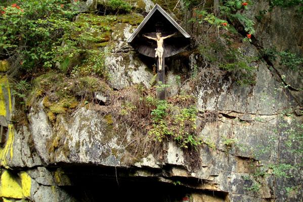 Ein Kreuz auf dem Weg von Freiland nach Osterwitz