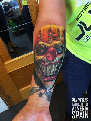 clown tattoo farbe colour