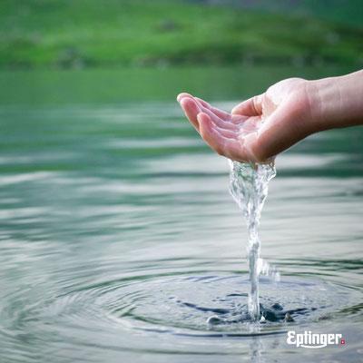 Hand mit Wasser