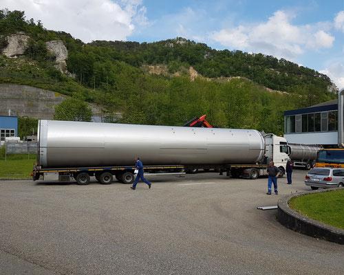 LKW mit Wassertanklager für Eptinger Mineralwasser