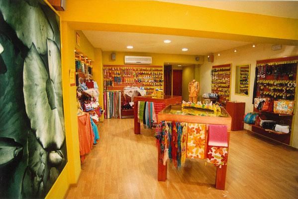 Resultado de imagen de decoracion de tiendas de complementos