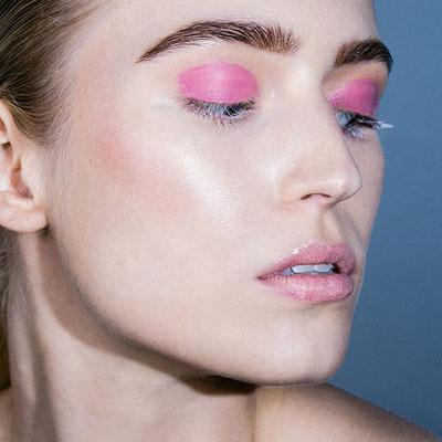 https://www.instagram.com/lillyk.mua/                                  Beauty Make-up