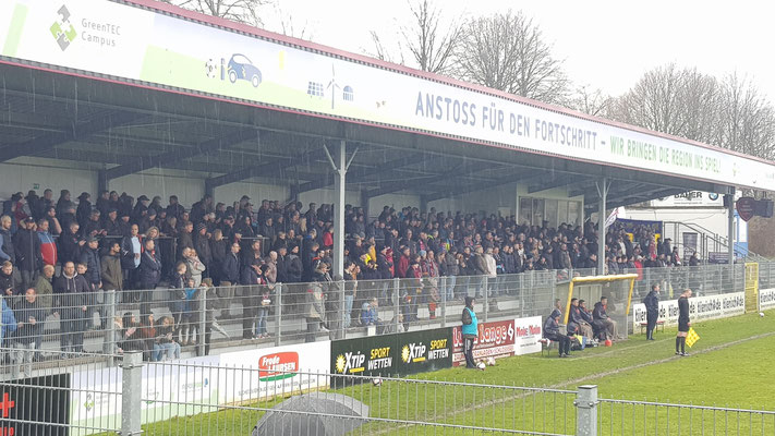 Derbykulisse in Flensburg