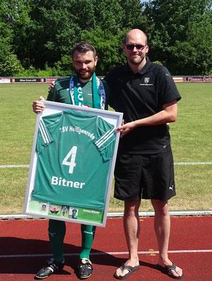 Anton Bitner mit Abteilungsvorstand Matthias Schmelz.