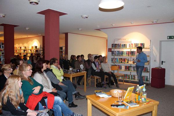 Volles Haus in der Garchinger Bücherei.