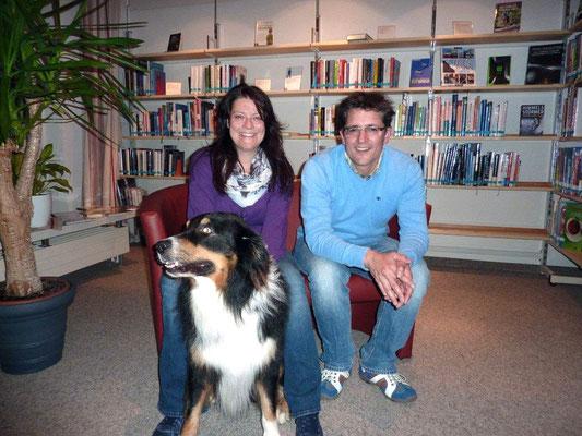 Dr.med.vet. Marcus Menzel und meine Wenigkeit in der Bücherei: Dreamtem mit Ari.