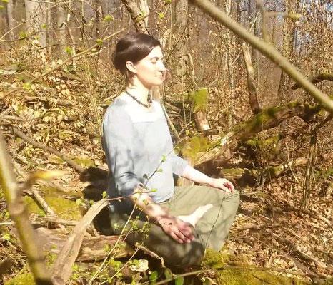 Bild: AbenteuerWandel, Abenteuer Wandel, Tiefenökologie und Prozessbegleitung: Anna Deparnay-Grunenberg, Meditation im Grünen