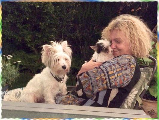 Doris mit unserem Biewer-Yorkshire-Welpen Amaretti und mit Evelina