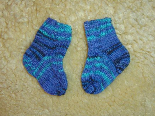 Baby-Socken mit Zopf - gestrickt