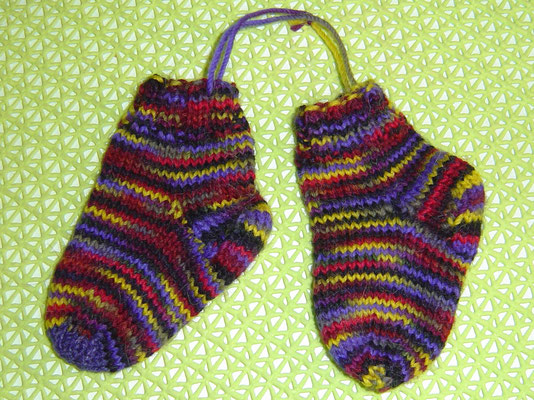 Baby-Socken gestrickt - bebilderter Sockenstrick-Lehrgang inkl. Tabellen für alle Schuhgrößen