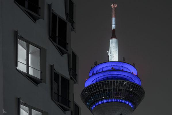 Tag 173_Rheinturm neben Gehry-Bau 19.11.2014