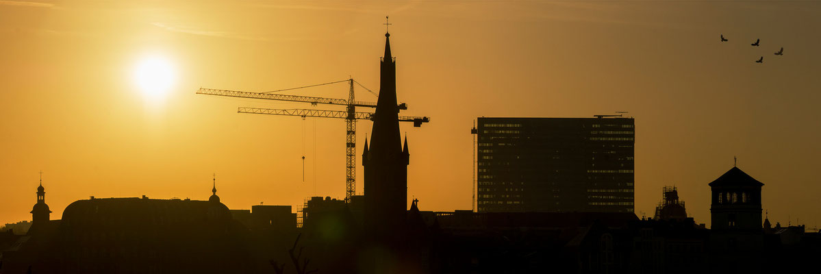 Tag 320_Sonnenaufgang über der Altstadt 15.04.2015