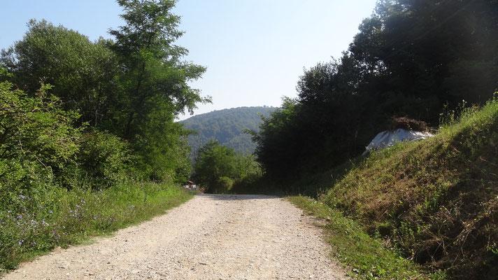 "Schotterweg nach ""gornji Maoca"""