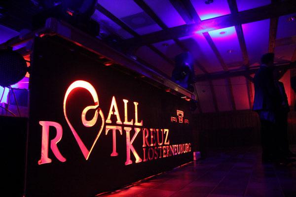 DJ Pult mit gebrandeter Seitenwandverkleidung - Rotes Kreuz Klosterneuburg