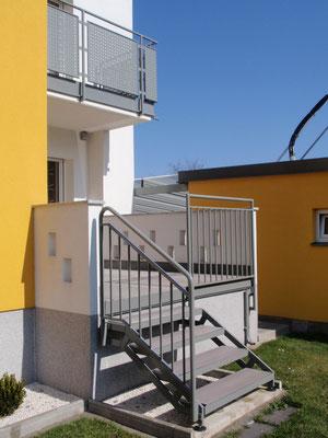 Balkon- und Terrassengeländer samt Aufgang