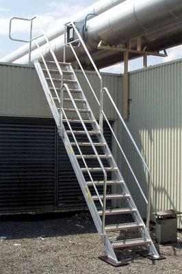 Aufstiegstreppe mit Einstiegs-Sicherheitsgeländer