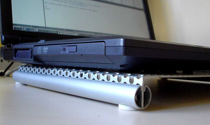 Laptop-Kühlplatte - Diverse (gebogene Stahllochrasterplatte)
