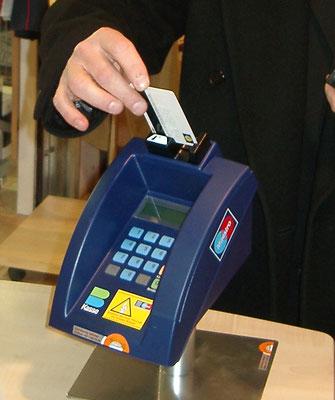 bankomat checkout holder