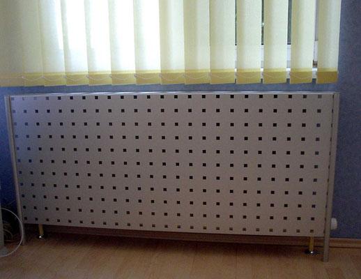 Heizkörper-Abdeckung - Privat (gebogene Lochrasterplatte, wasserstrahlgeschnitten)