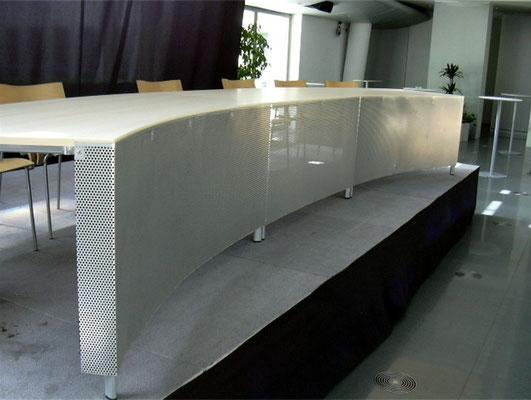 Aluminium-Sichtschutz - Siemens Forum (gebogene Lochrasterplatte, wasserstrahlgeschnitten)