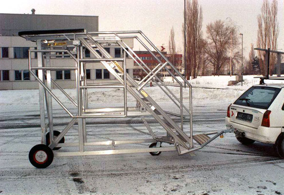 movable stairs with trailer hitch