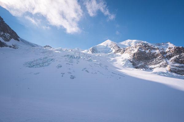Links führt der Weg durch den Eisbruch