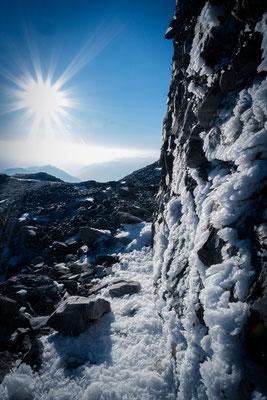 Anraum hat sich am Gipfelgrat gebildet.