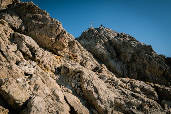Zum ersten mal zeigt sich das Gipfelkreuz als wir auf dem Südewestgrad gelangen